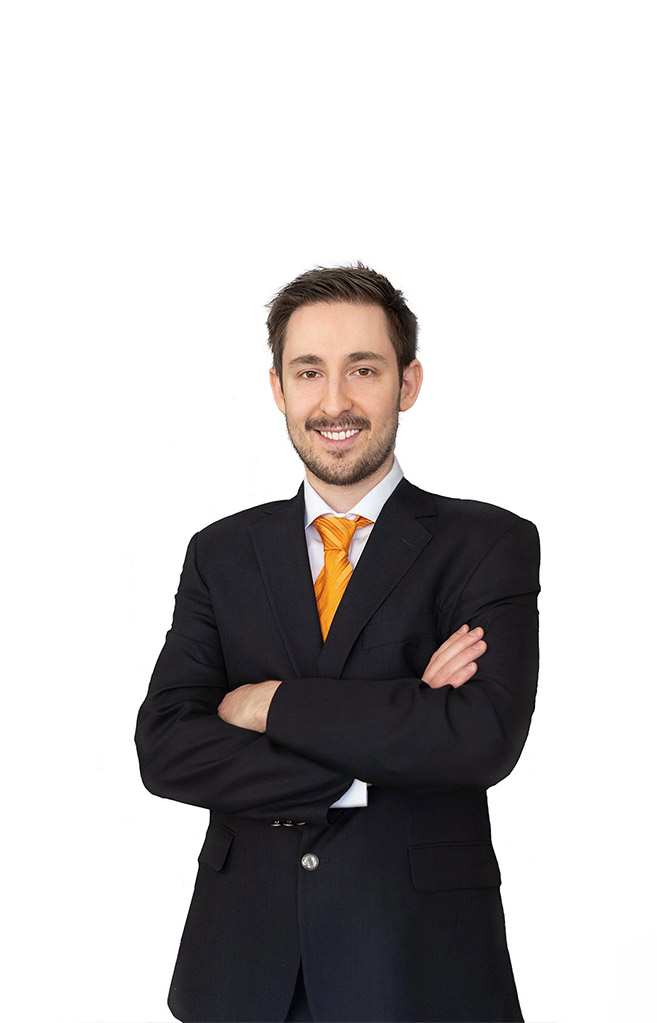 Ορέστης Κωνσταντινίδης, Λογιστής στο Αγρίνιο, Λογιστικές και φορολογικές υπηρεσίες